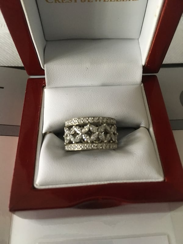 19kt. White Gold lady's Diamond Ring 0
