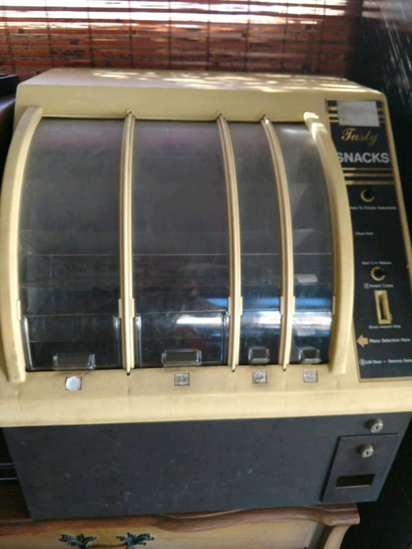 Rowe 499 Countertop Snack Machine 62331821-a785-4dfb-bad7-f2f89591417a
