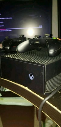 Xbox One 500GB w/ Two Controllers Franklin, 45005