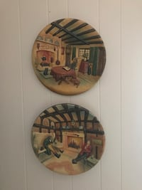 Two round painting on house wall dedcors