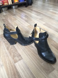 Blk Leather heeled Booties 7.5 Coquitlam, V3K 3S5