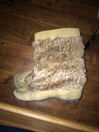 women's brown sheepskin fur-trim boots Zurich, ON N0M 2T0, Canada