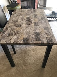 Sturdy table. No chairs. Very Good condition Walkersville, 21793