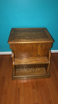 Solid wood side table Round Hill, 20141