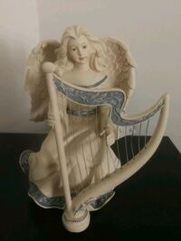white and blue ceramic figurine London, N5Z 4Y9