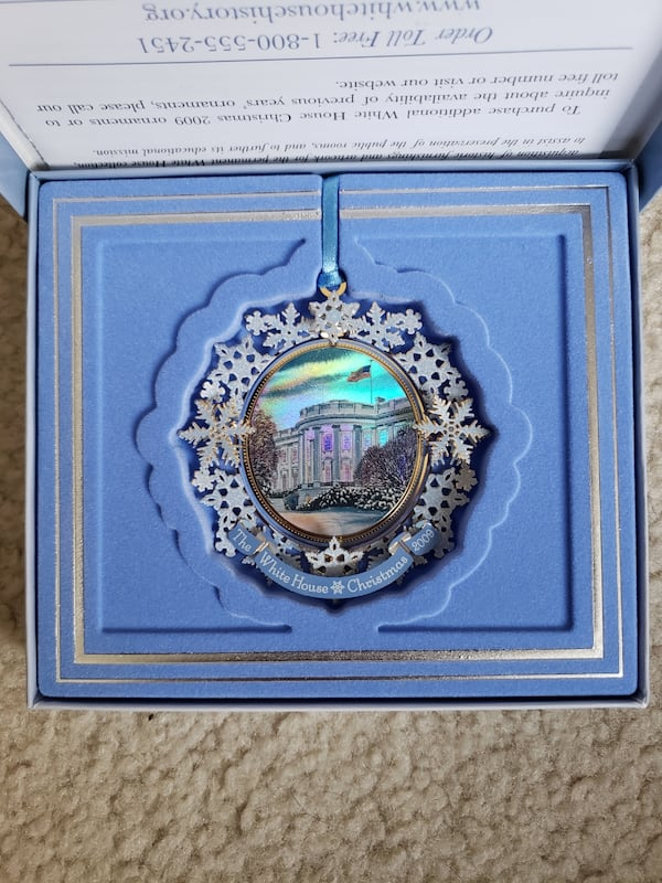 2009 Collectible White House Christmas Ornament  0