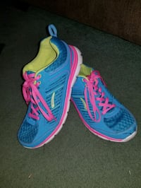 Pair of blue-and-pink LA Gear running shoes Gore, 22637