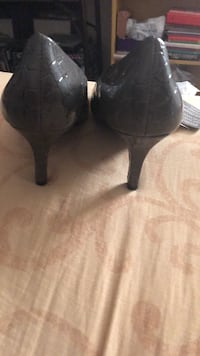 Ladies size 6 heels Vienna