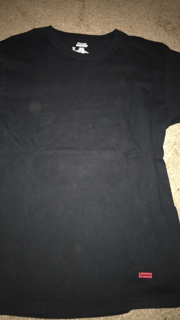 Used Supreme x Hanes Shirt for sale in Chicago - letgo 7986a1069
