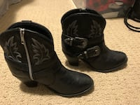 Pair of black leather cowboy boots Kitchener, N2A 4M9
