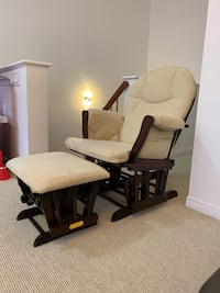 Rocking chair & ottoman Excellent condition..Barley used  Montréal, H4R 3N2