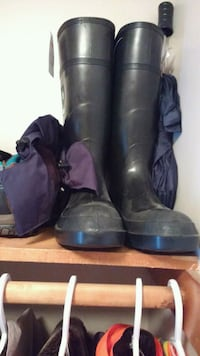 pair of black leather boots Dartmouth, B2Y