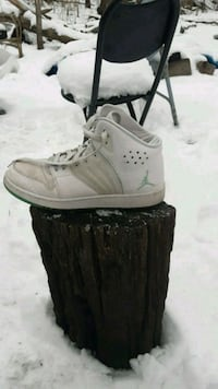 pair of used white youth Nike Air Jordans  Des Moines, 50311