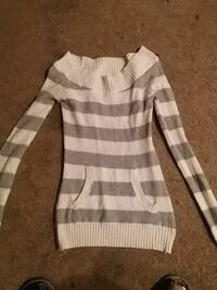 Gray n white woman's or Jr's sweater