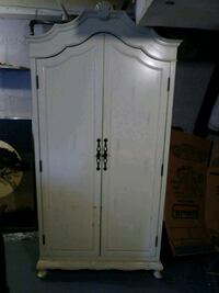 white wooden 2-door cabinet Kenosha, 53143