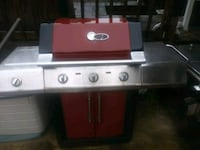 Great condition red and gray PROPANE GRILL  Kenner, 70065