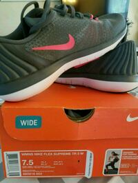 Brand new pink and greet Nike shoes Saginaw, 48603