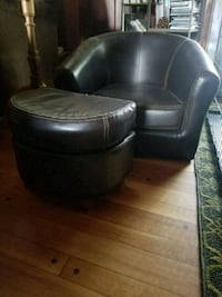 black leather padded sofa chair 577 mi