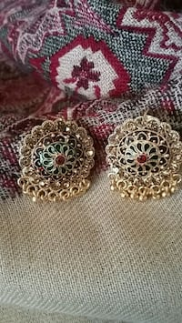 pair of gold-colored earrings Orangeville, L9W 4Z7