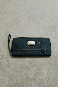 Guess wallet with flowers L0G 1W0, L0G 1W0