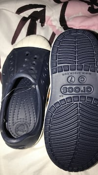 New never worn CROCS size 7 Alexandria, 22312
