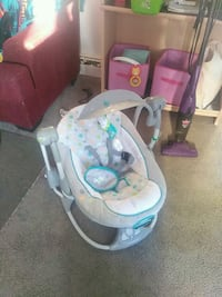 Baby swing, pick up only Edmonton, T5H 0M9