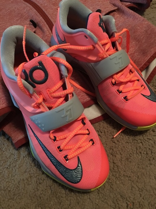 8ed55ceb1c54 Used Pink-and-gray nike kevin durant basketball shoes for sale in Leduc -  letgo