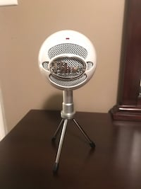 Blue snowball microphone  Mississauga, L5V 1X7