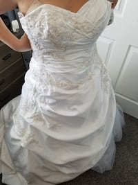 Women's white sleeveless wedding dress Las Vegas, 89149