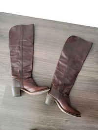 Pair of brown leather knee high boots Toronto, M4S 2N3