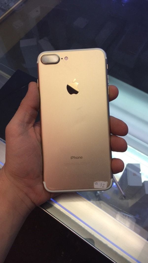 Gold iPhone 7 Plus