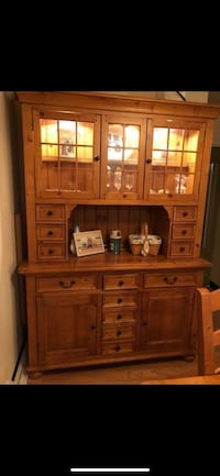 Solid wood dining room set. 2 extra leafs for table (stored under table) 6 chairs included.  Baltimore, 21220