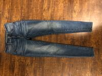 American Eagle Super stretch skinny jeans size two, bought the wrong size by accident worn for a few hours only