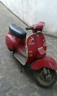 rosso Vespa scooter Racale, 73055