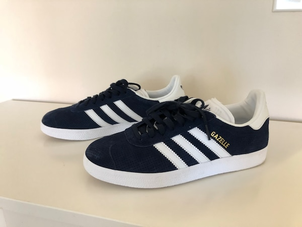 61f2f61ed46 Used Pair of navy blue adidas superstar for sale in New Westminster - letgo
