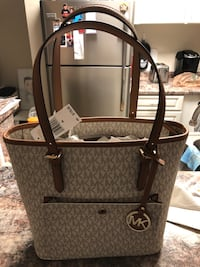 Michael kors purse Tampa, 33617
