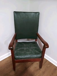 Vintage leather chair green Gaithersburg, 20878