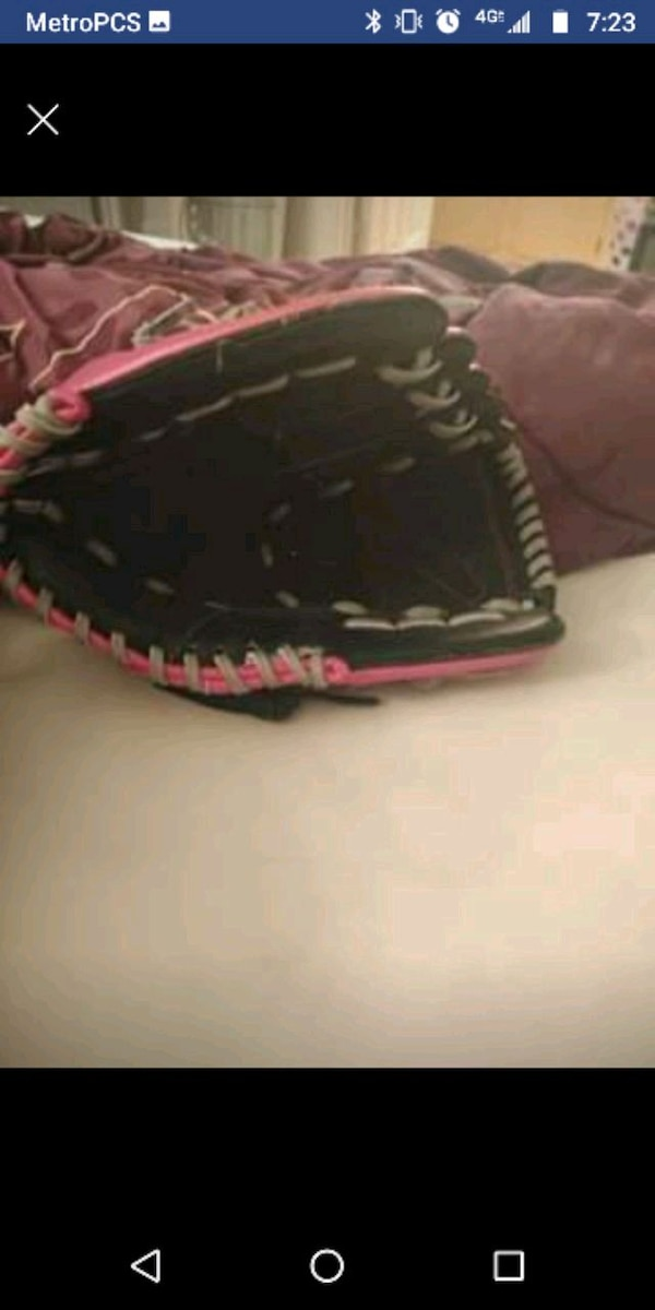 3b8713d090d Used Louisville Slugger left handed tball glove for sale in Rio Rancho -  letgo