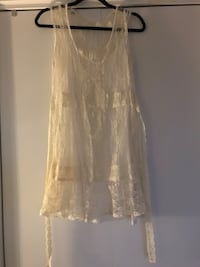 Robe dentelle blanche Urban Outfitters Montréal, H3C