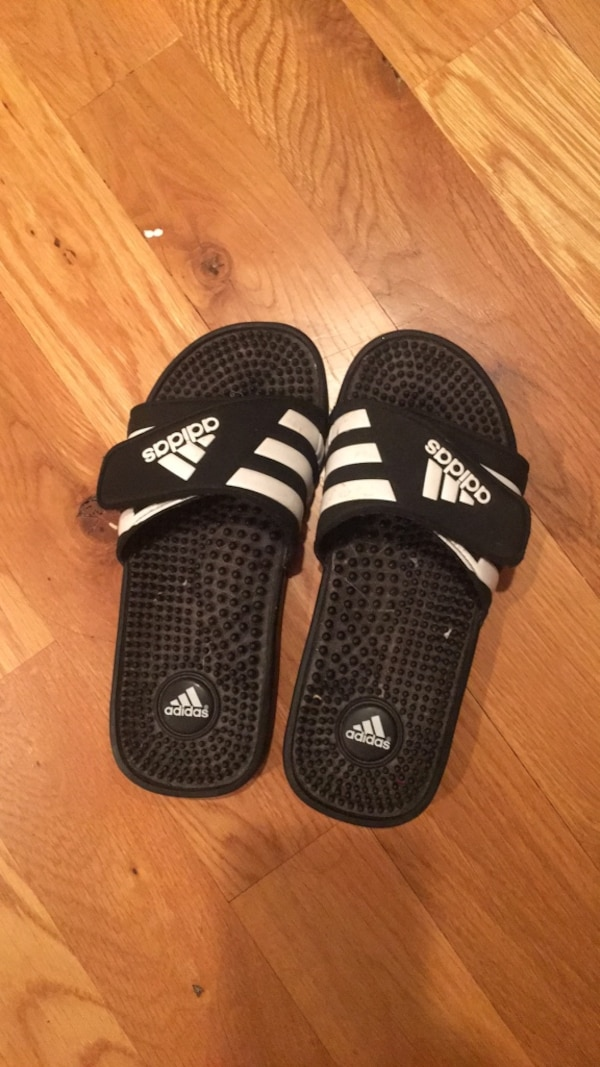 a76825d61 Used pair of black-and-white Nike slide sandals for sale in ...