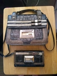 Matching Guess purse and wallet Des Moines, 50320
