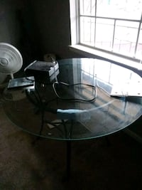 round glass top table with black metal base Bryan, 77801