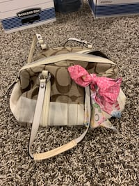 white and pink Coach leather handbag Commerce Township, 48382
