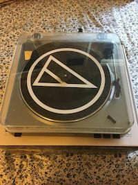 Audio Technica turn table excellent condition