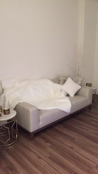 Stunning White brand new couch Calgary, T2R 1A8