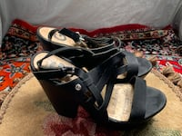 Women's blk platform GUESS sandals with cute zig zag strap. Size 7.5. Chicago, 60638