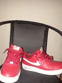 pair of red-and-white Nike Air low-top sneakers Lakeland, 33810