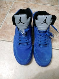 pair of blue Air Jordan basketball shoes 925 mi