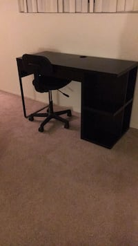 Desk and chair, like new San Diego, 92123