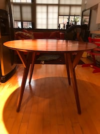 West Elm 4 Seating Round Wood Dining Table Washington, 20005
